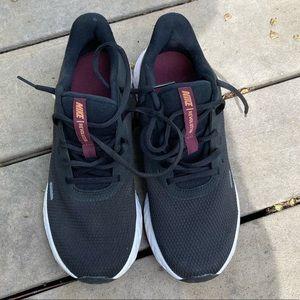 Size 9 women's Nike Revolution shoes